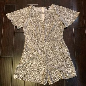 Banana Republic size 6 romper with pockets